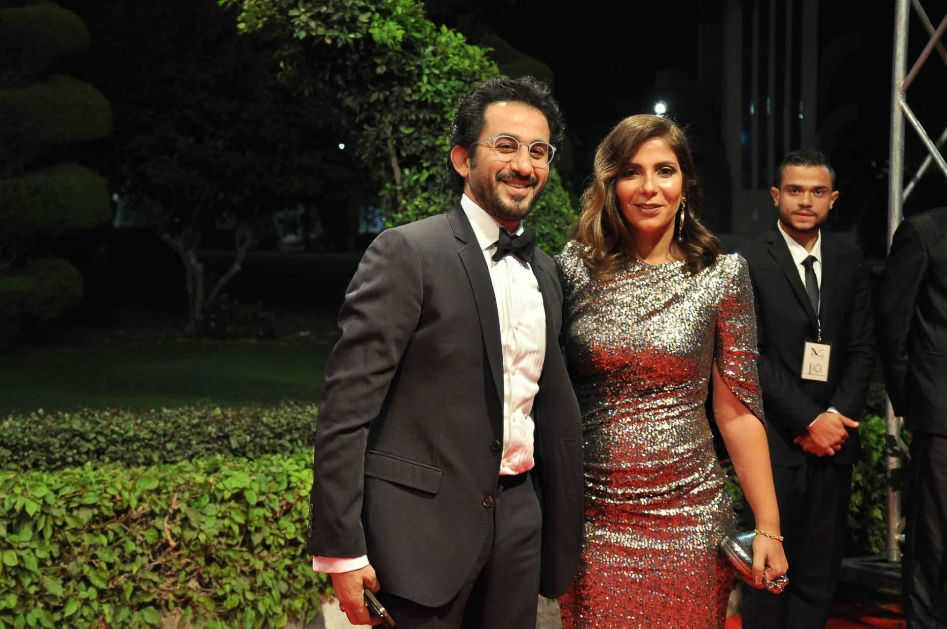 أحمد حلمي ومنى زكي يؤديان العمرة   Laha Magazine