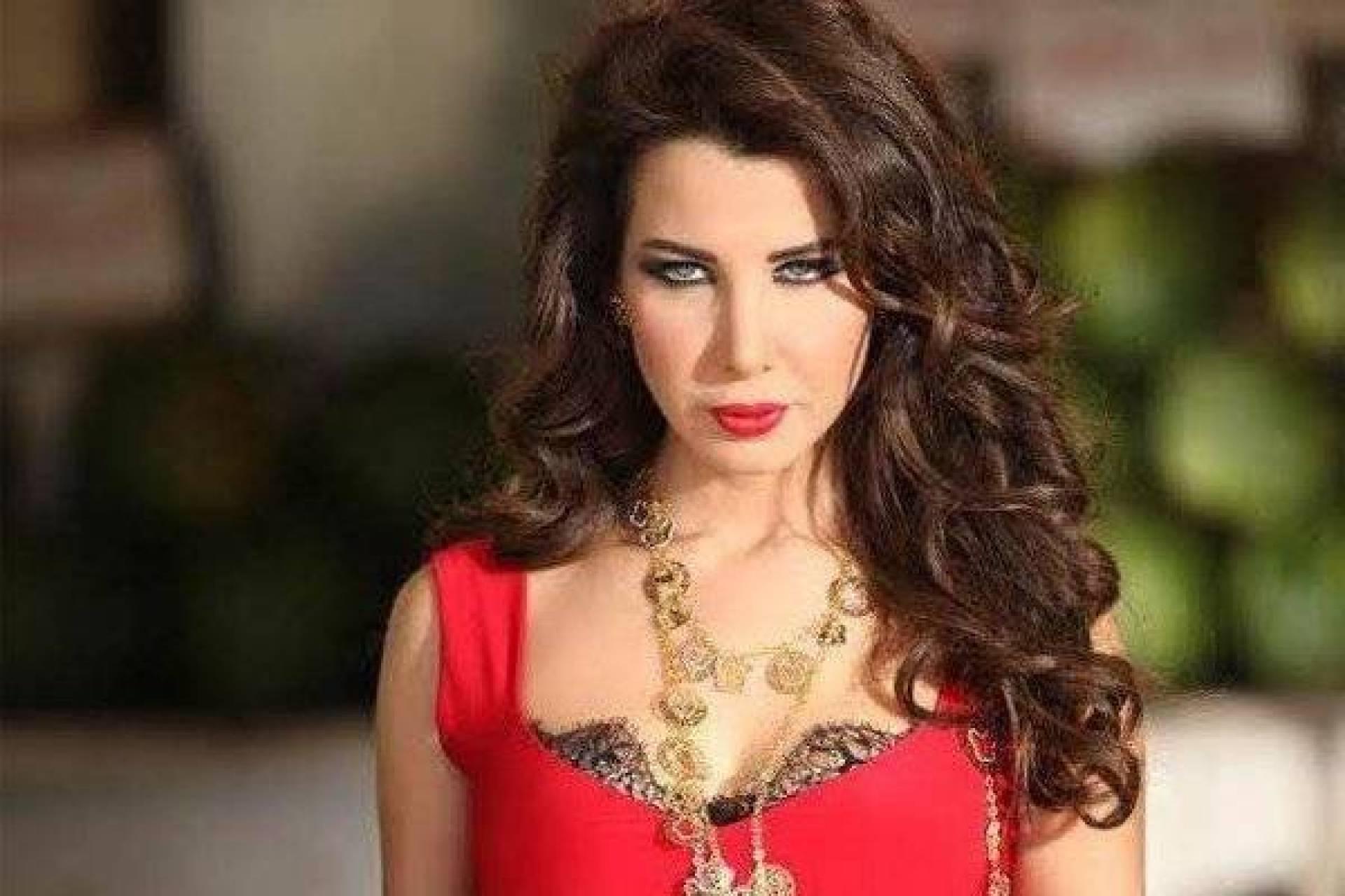 بالصور - شبيهة نانسي عجرم المحجبة تشعل المواقع   Laha Magazine