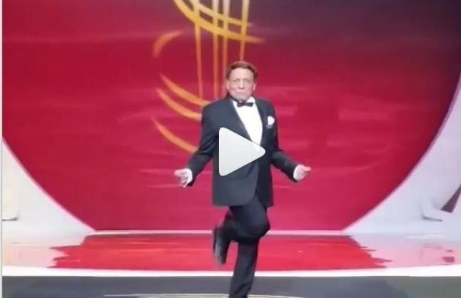 بالفيديو- لجين عمران تصوّر عادل إمام وهو يرقص!   Laha Magazine