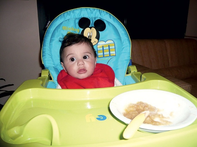 في طعام طفلك الأول متعة وصعوبة 1424774490.711783.inarticleLarge