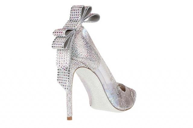 بالصور احذية سندريلا تعود من جديد
