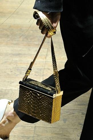 بالصور تعرفى على مجموعة جديدة من الحقائب تدوم معكى للابد كالمجوهرات والذهب