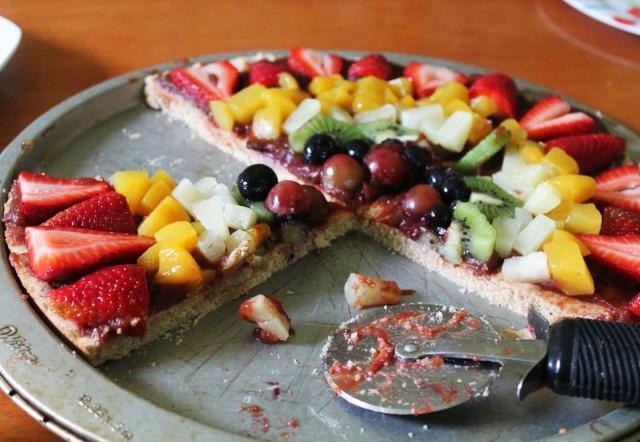 طريقة بيتزآ الفواكه اللذيذة