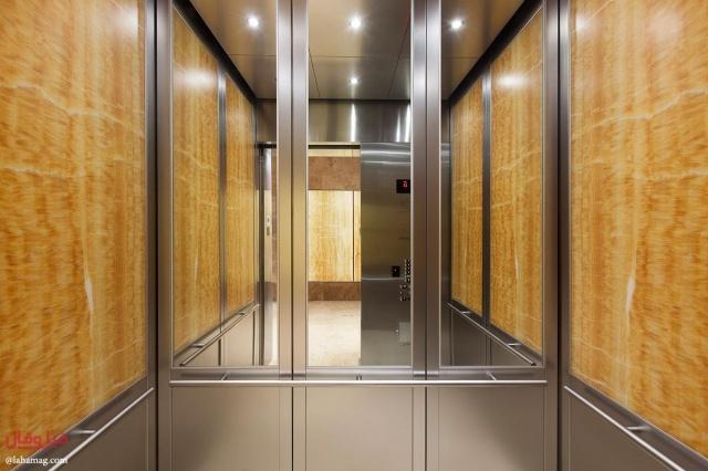 السر في وجود مرآة داخل المصعد… ليست لإصلاح المظهر والهندام