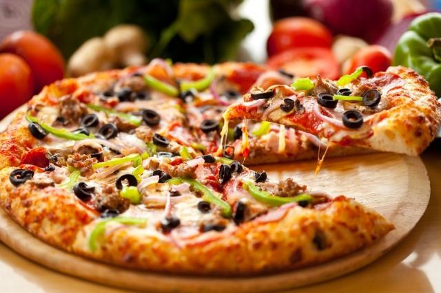 لا تحرمي نفسكِ من الـ Fast Food… البيتزا لها فوائد صحّية!