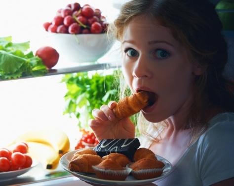 إن كنتم تتناولون الطعام عند التوتر فيزيد وزنكم.. إليكم الحل
