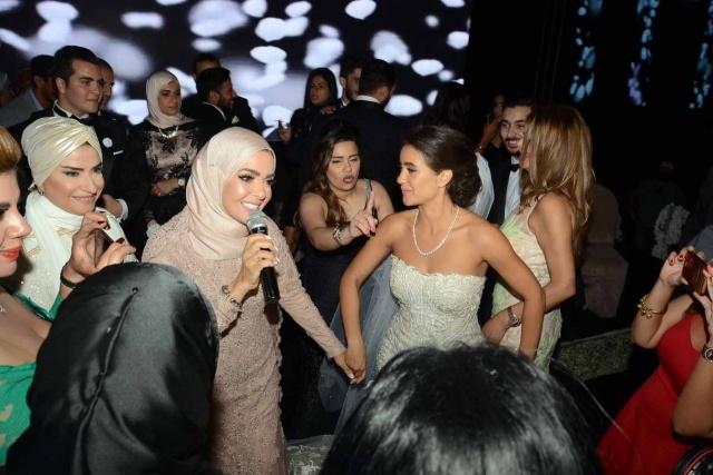 نتيجة بحث الصور عن زفاف ابنة منى عبدالغني