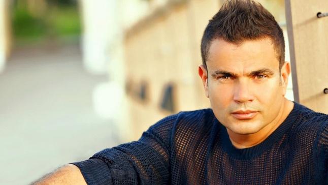 الكشف عن صورة جديدة تظهر تقدم عمرو دياب في السن... وهو يرد!   Laha Magazine