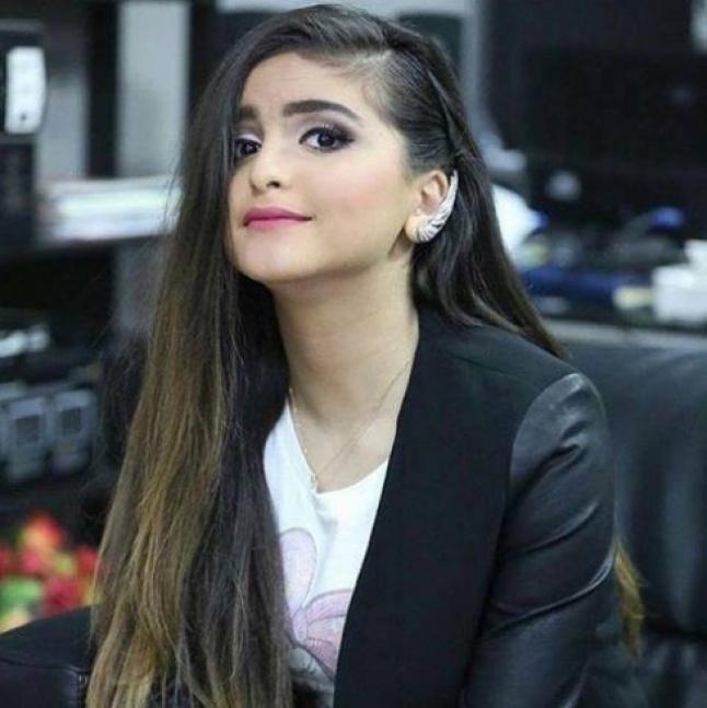 بالصورة - حلا الترك من دون ماكياج.. وتفاصيل وجهها تظهر للمرة الأولى   Laha Magazine