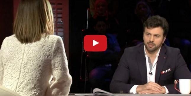 بالفيديو - بطريقة وفاء الكيلاني... مذيعة لبنانية تطلب يد ضيفها على الهواء! هل يتزوجان لاحقاً؟   Laha Magazine