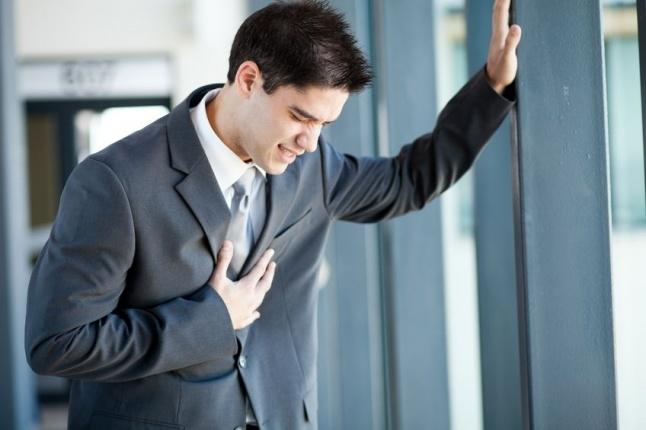 إليكم أعراض السكتة القلبية التي أدت إلى وفاة عمرو سمير...  إشارات قد لا تنتبهون لها   Laha Magazine