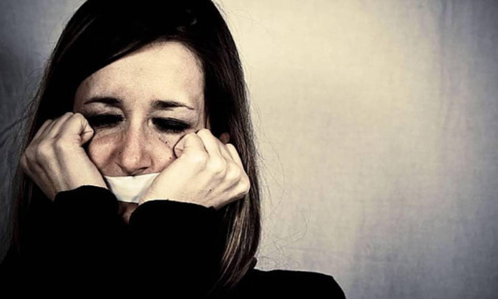 فضيحة تهز المغرب بالفيديو - شباب يحاولون اغتصاب فتاة داخل حافلة في وضح النهار... شاهدوا ما فعلوه بها   Laha Magazine
