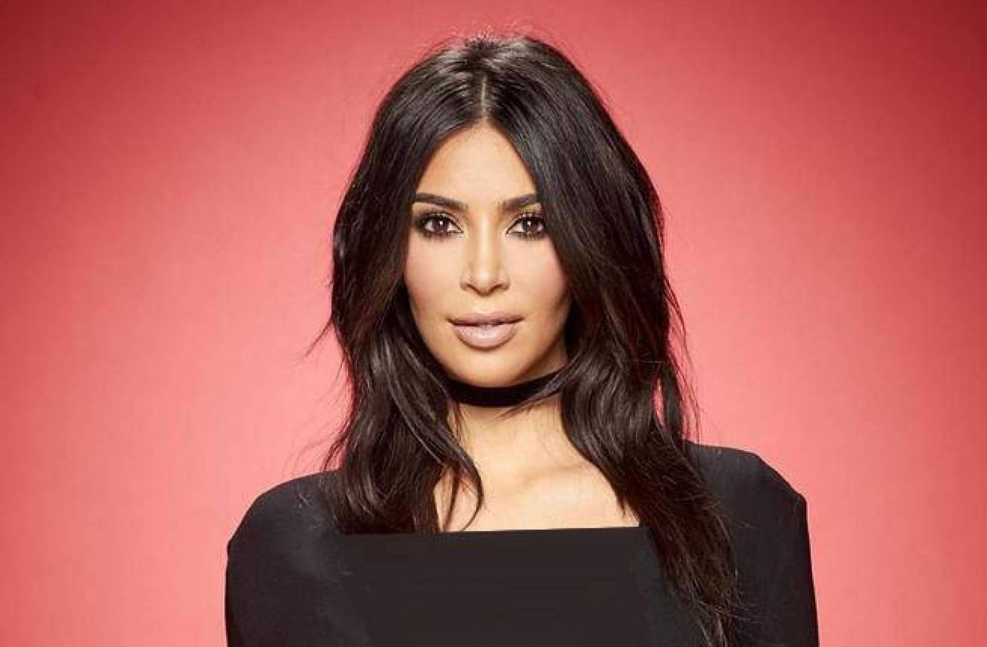 Kim Kardashian In 5 Fat Views In Strong Colors And Neon Discover