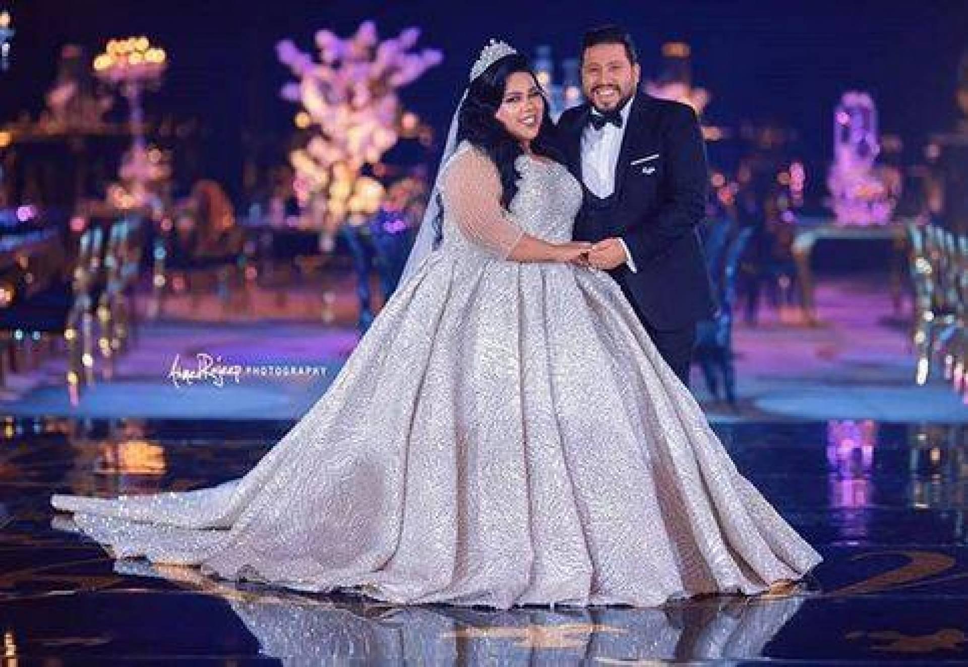 7defcf7e9b2c7 بالصور - فستان زفاف شيماء سيف يبهر الجميع.. الأفضل للعروس الممتلئة ...