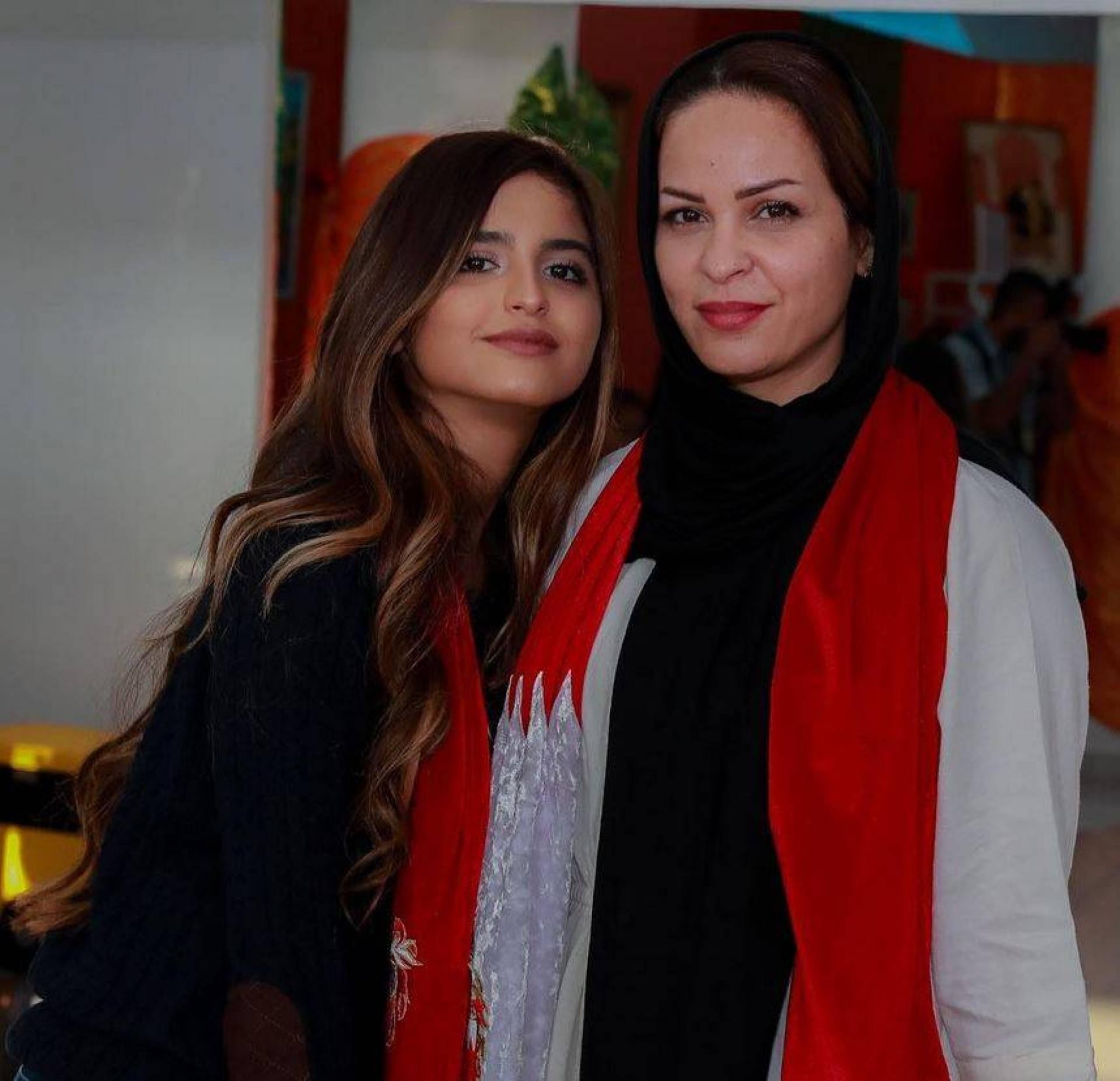 بالصورة – شاهدوا والدة حلا الترك من دون الحجاب... هل تخلت عنه نهائياً؟