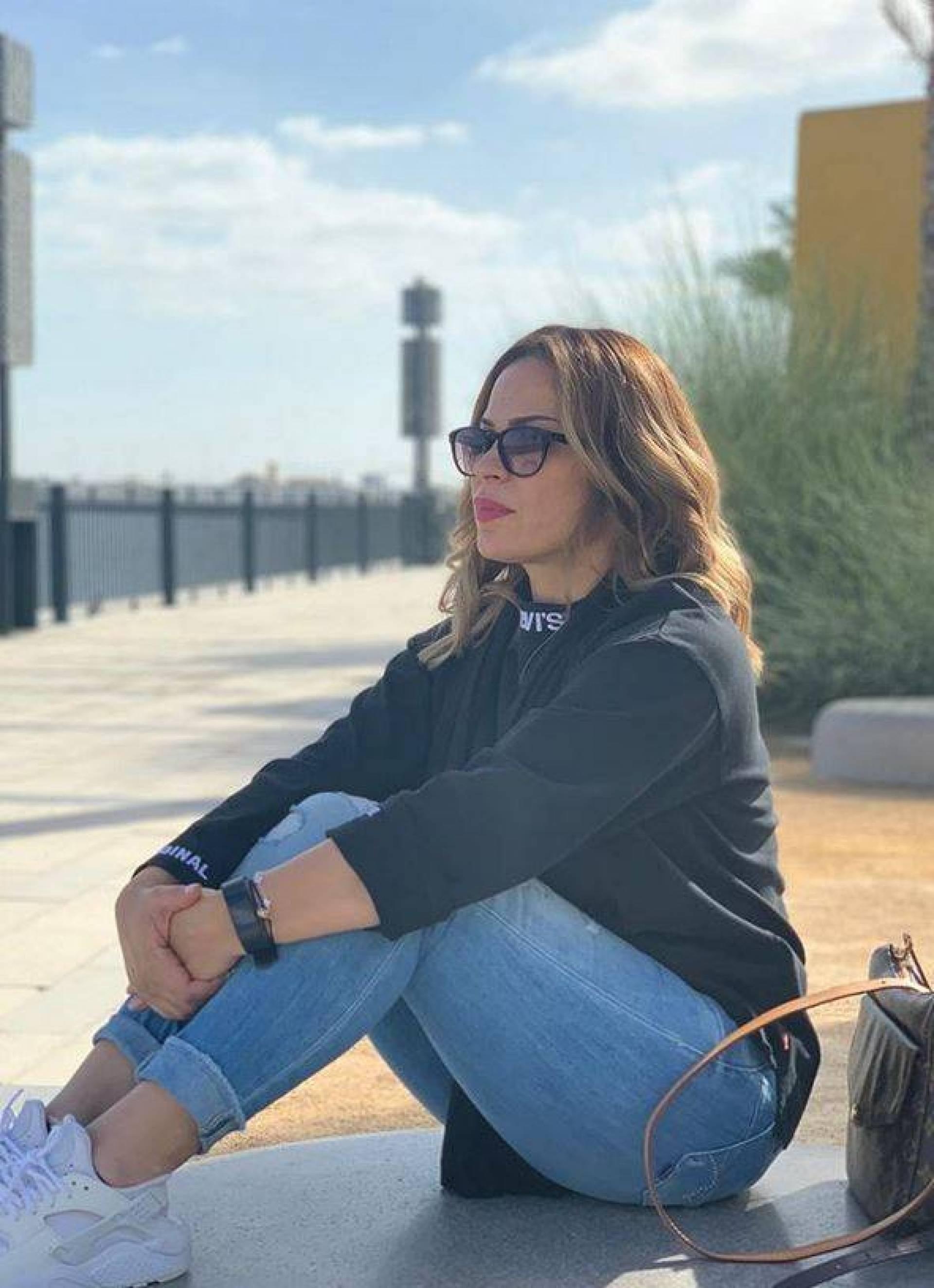 بالصورة –والدة حلا الترك تثير الحيرة بما فعلته مع ابنها... هل انفصل عن شقيقته وشقيقه؟