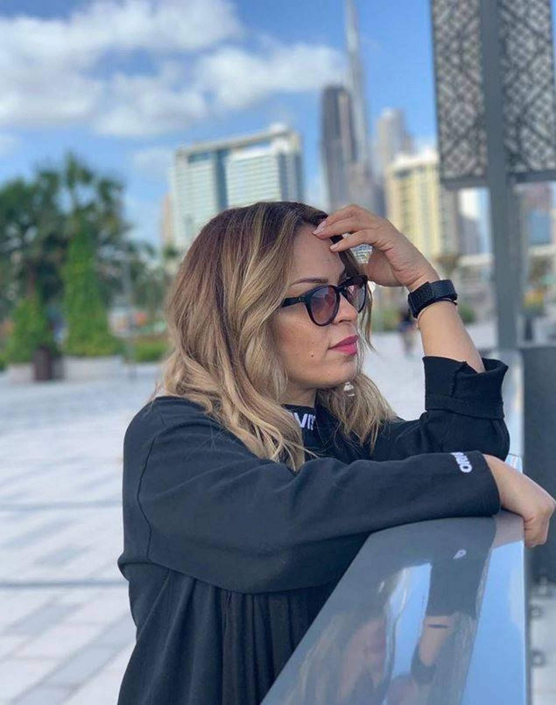 بالفيديو – شاهدوا كيف أصبحت والدة حلا الترك شبيهة نادين نسيب نجيم... ماذا غيّرت؟